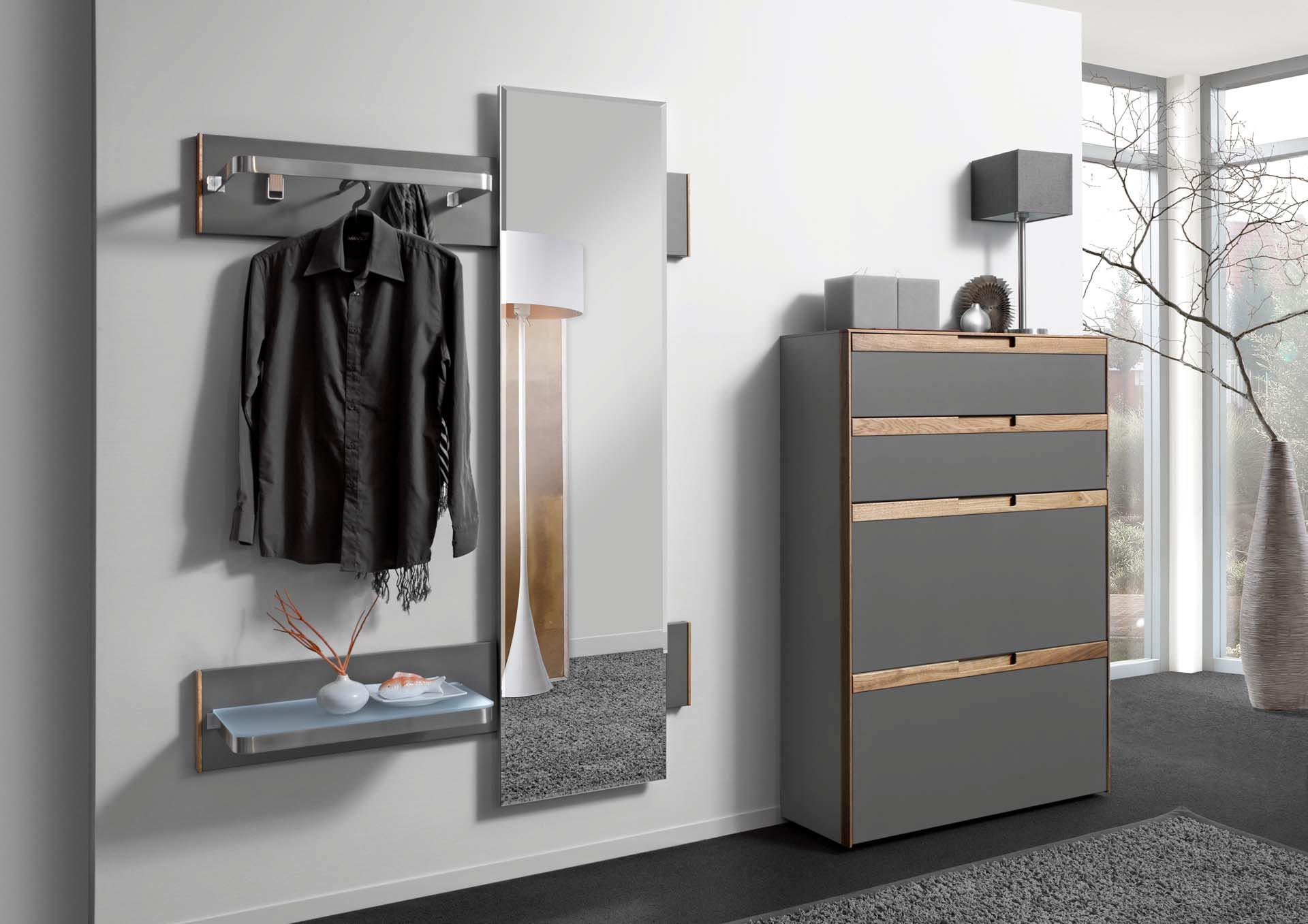 Немецкая мебель для прихожей в серых тонах