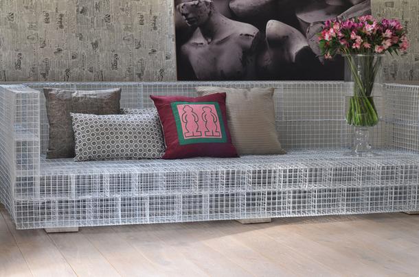 Необычный большой диван