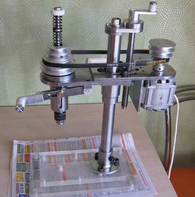 Непростой в изготовлении самодельный станок с асинхронным двигателем