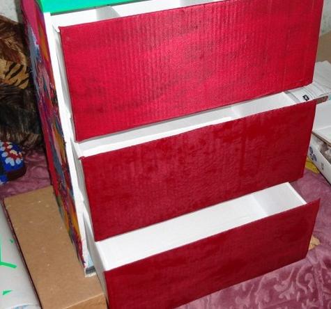 Обклеиваем ящики комода