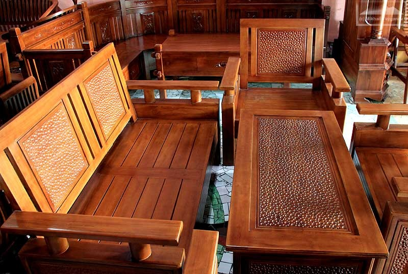 Обустройство общетсвенного места мебелью из тика
