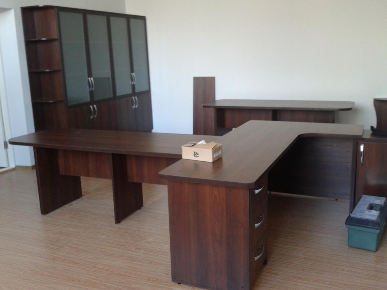 Офисная современная мебель