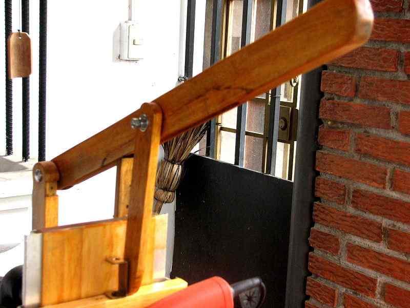 Опора самодельного станка для изготовления современной мебели