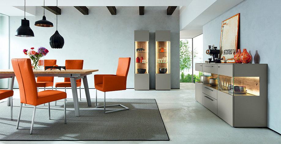 Оранжевые стулья от немецких производителей