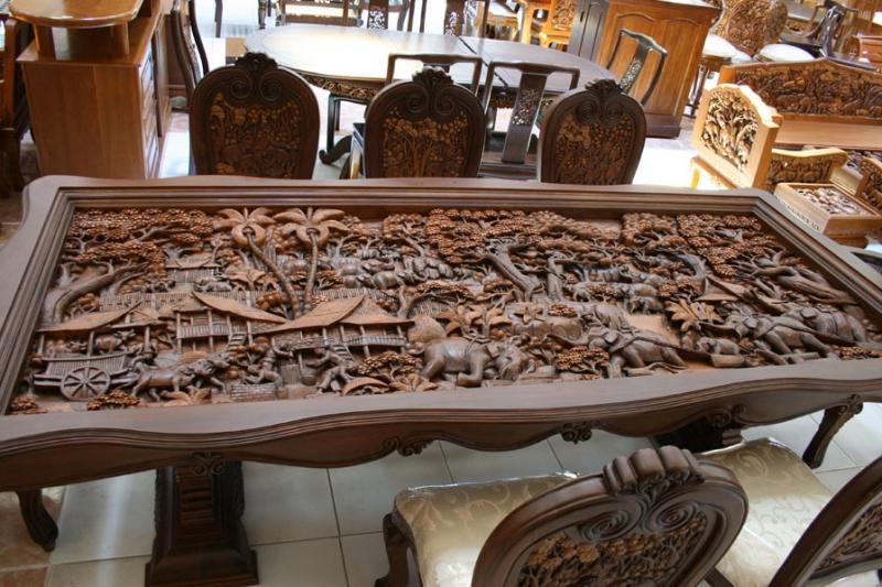 Оригинальное покрытие стола