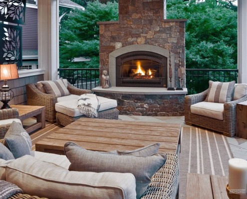 Плетеная садовая мебель из ротанга отлично выглядит практически при любом цветовом решении