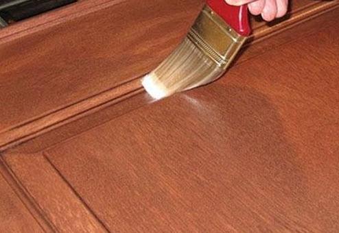 Покрытие деревянного ящика грунтовкой