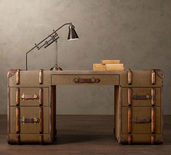 Практичный стол для работы в стиле 80х годов