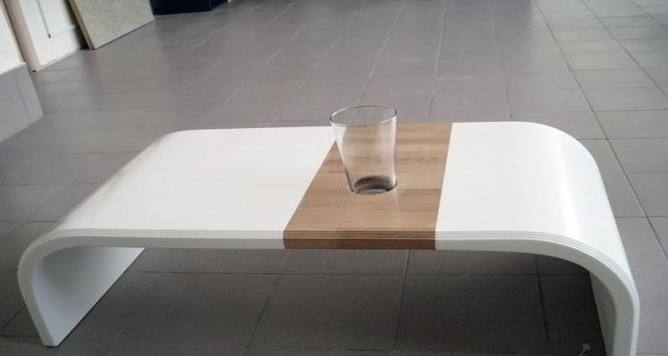 Практичный стол из акрилового камня
