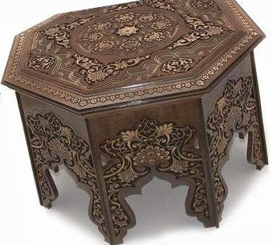 Практичный журальный столик