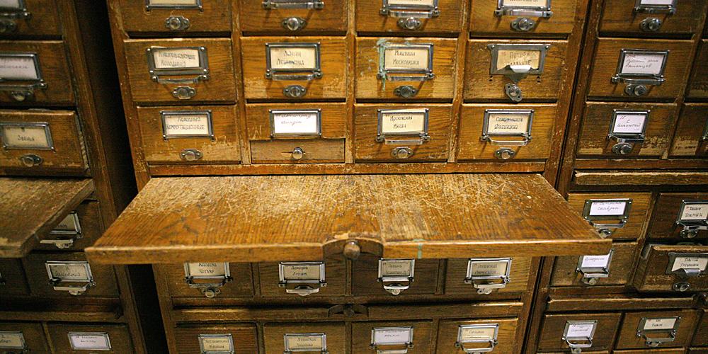 Правильно выбираем шкаф для размещения каталогов