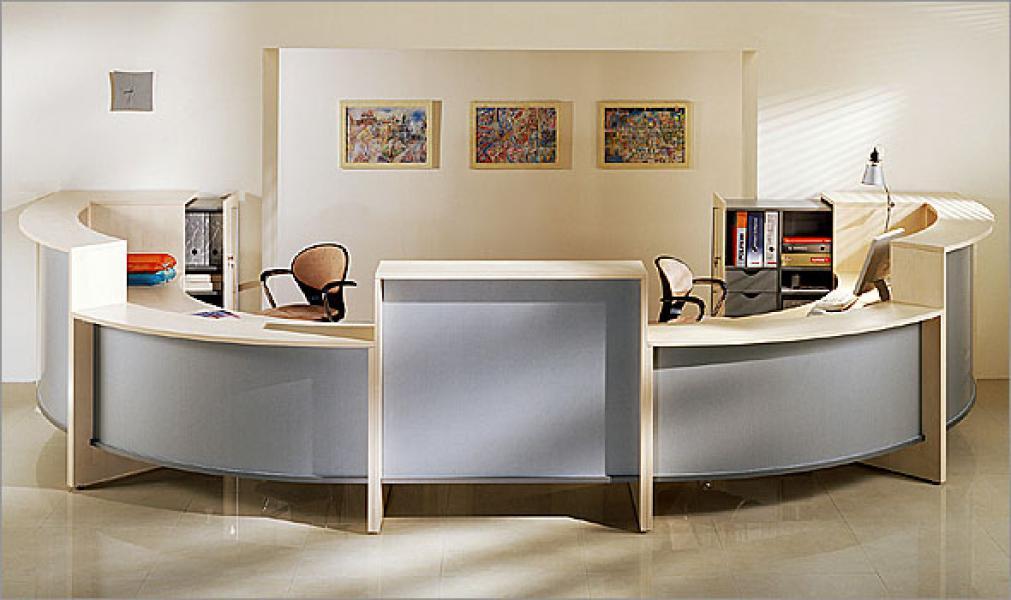 Приемная с современной мебелью
