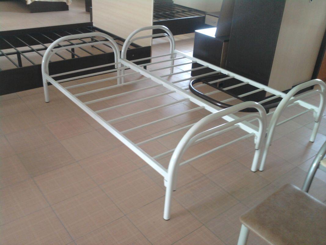 Прочная металлическая кровать