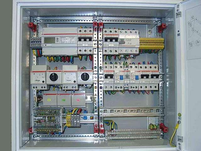 Распределительный электрический шкаф