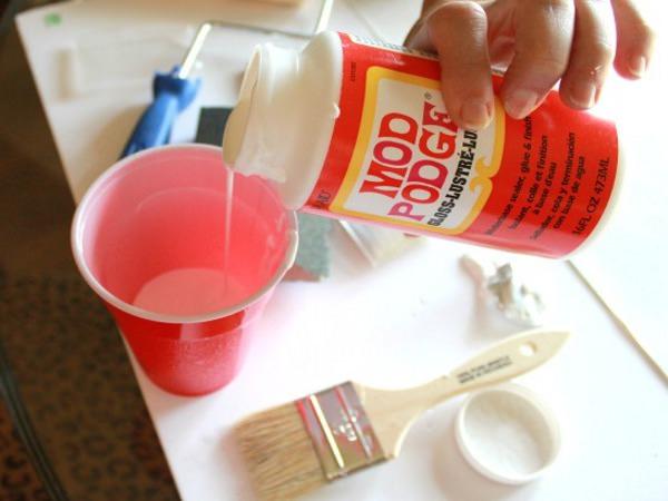 Разбавляем краску для покрытия мебели
