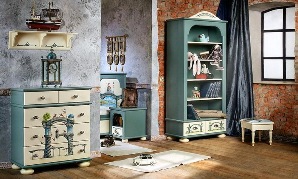 Роспись мебели в комнате