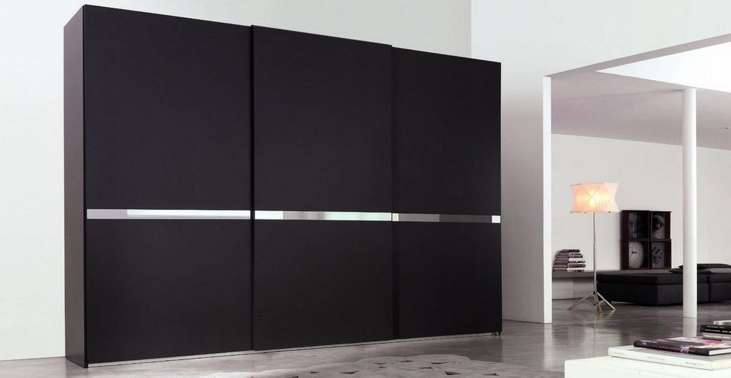 Шкаф черного цвета