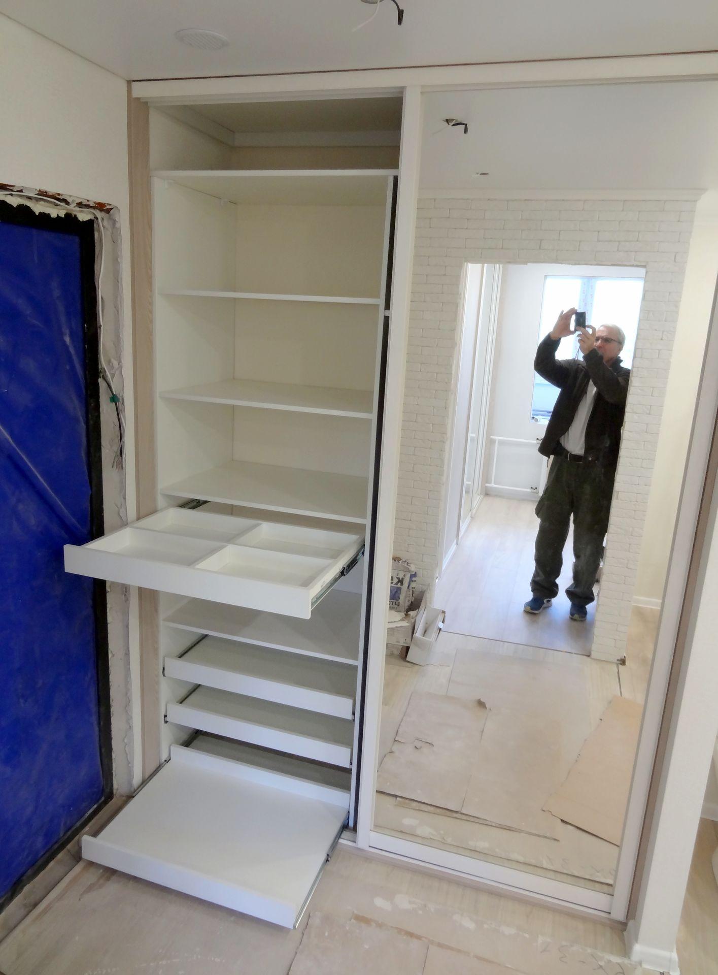 Шкаф в спальне скандинавского стиля
