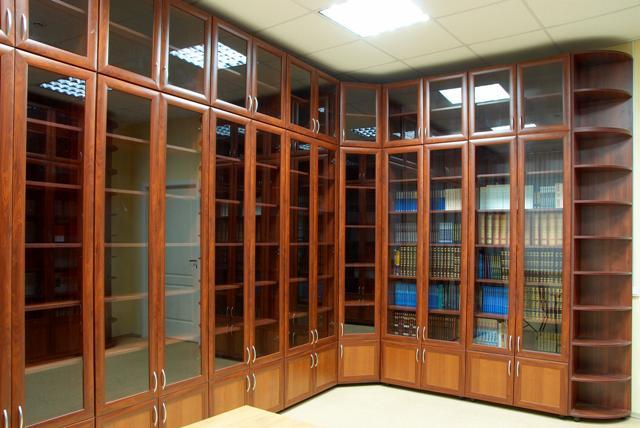 Шкафы для книг углового типа