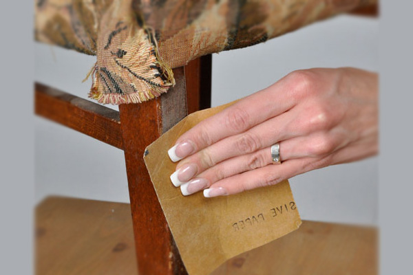 Шлифовка мебели наждачкой