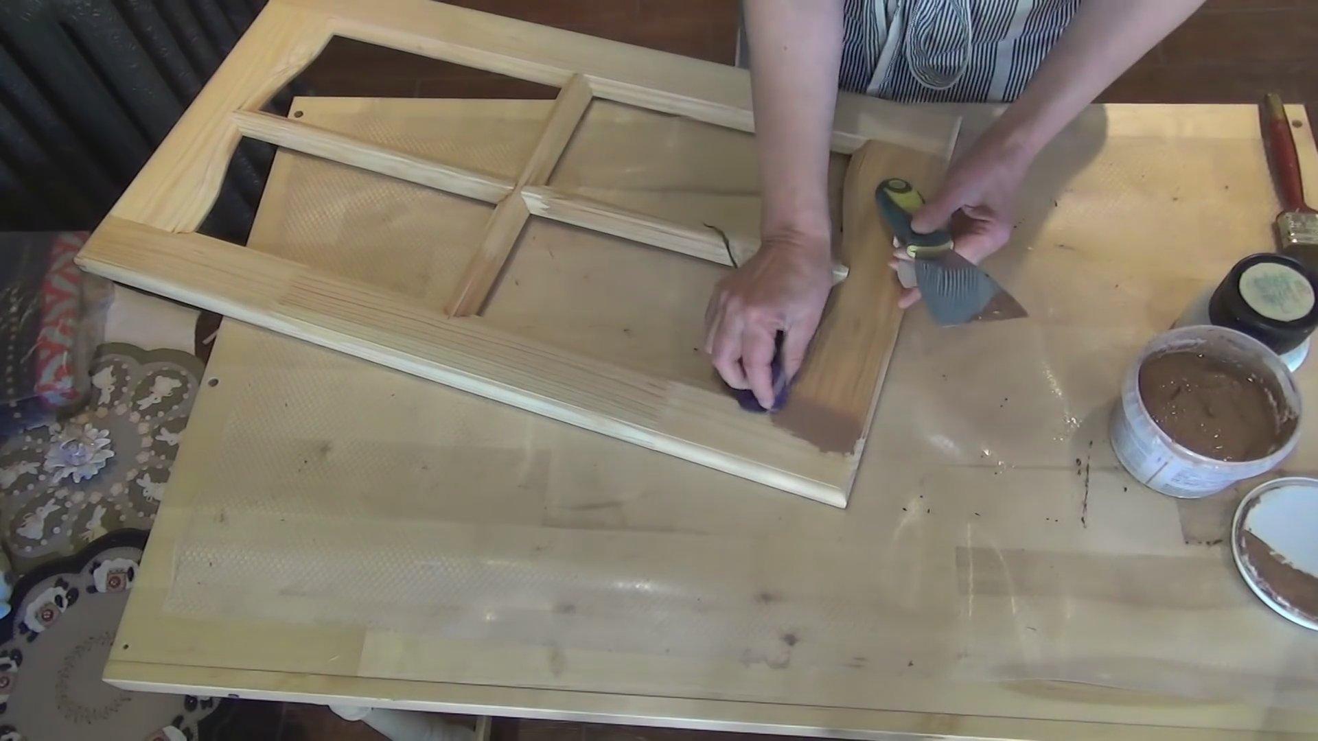 Шпаклевание покрытия дверцы