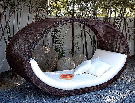 Садовая мебель – украшение загородного участка