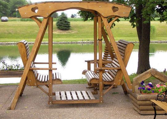 Садовая мебель в виде качелей