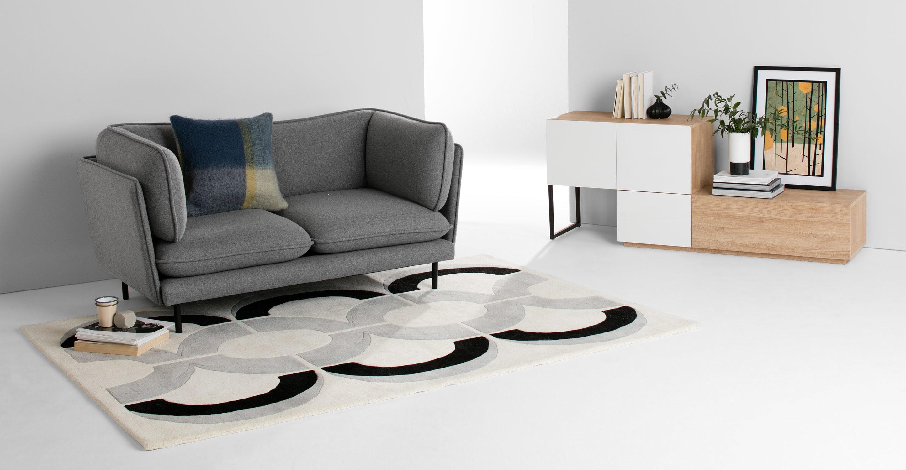 Серый двухместный диван