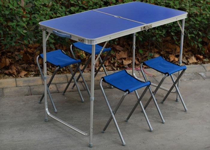 Синие металлические предметы мебели