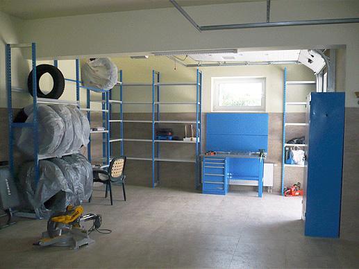Синие стеллажи для гаража