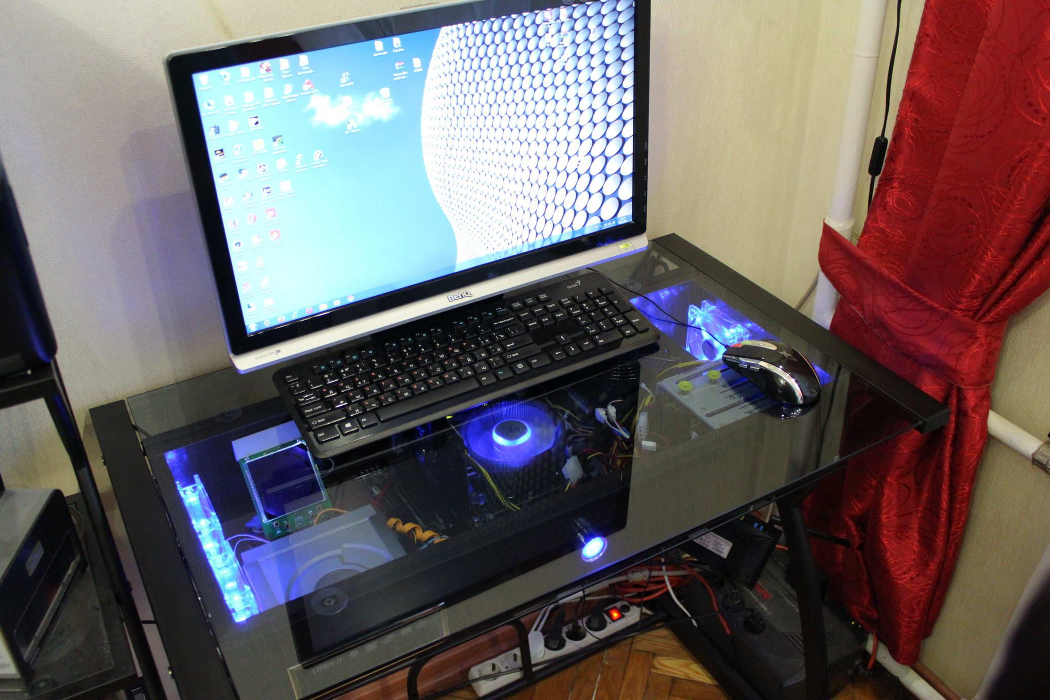 Стеклянная мебель для компьюетра с подсветкой