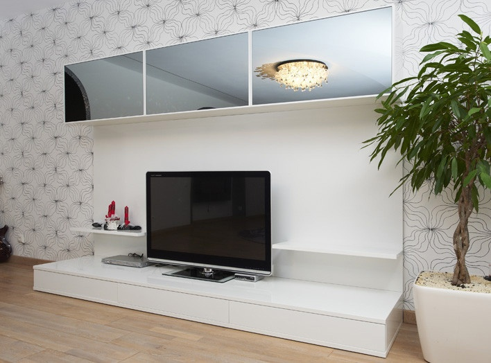 Стенка для гостиной в четких геометрических формах