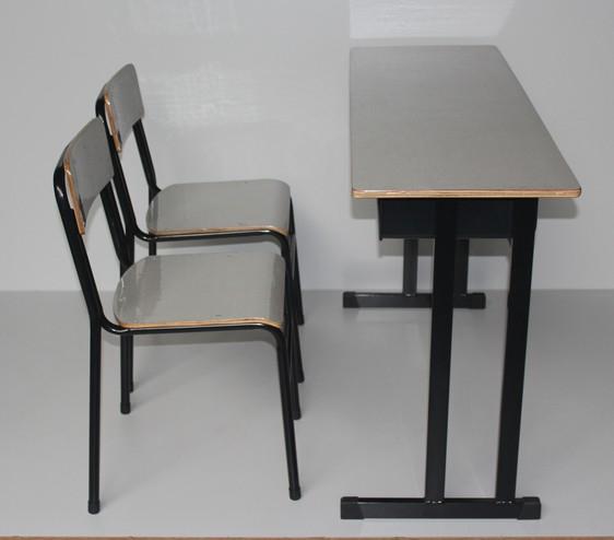 Стол и стул для библиотеки