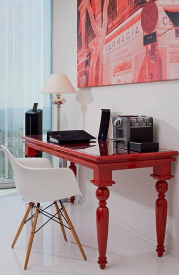 Стол красный