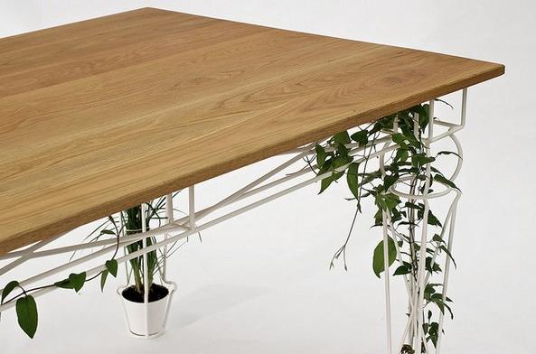Стол с элементами флоры