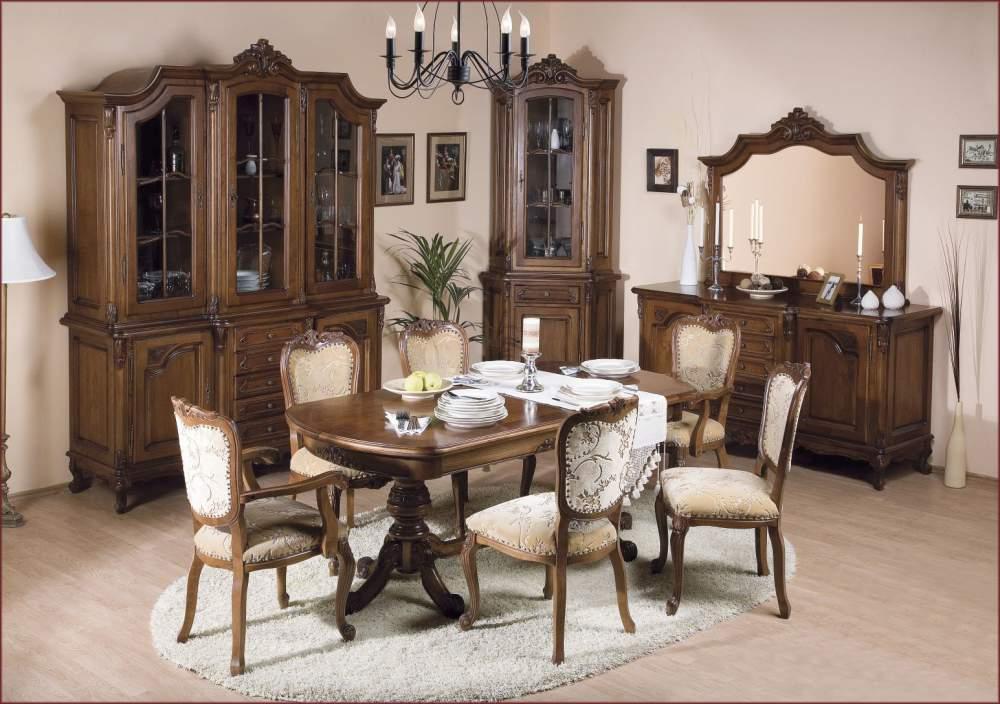 Столовая с оригинальной мебелью