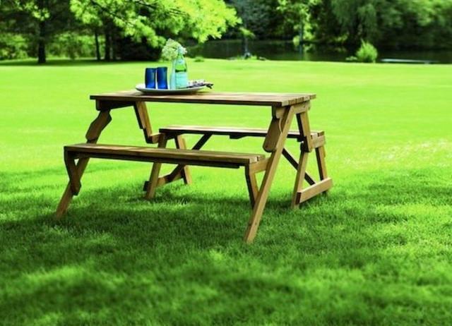 Стулья и столы для обеда