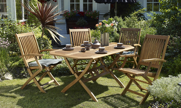 Стулья и столы из натуральной древесины