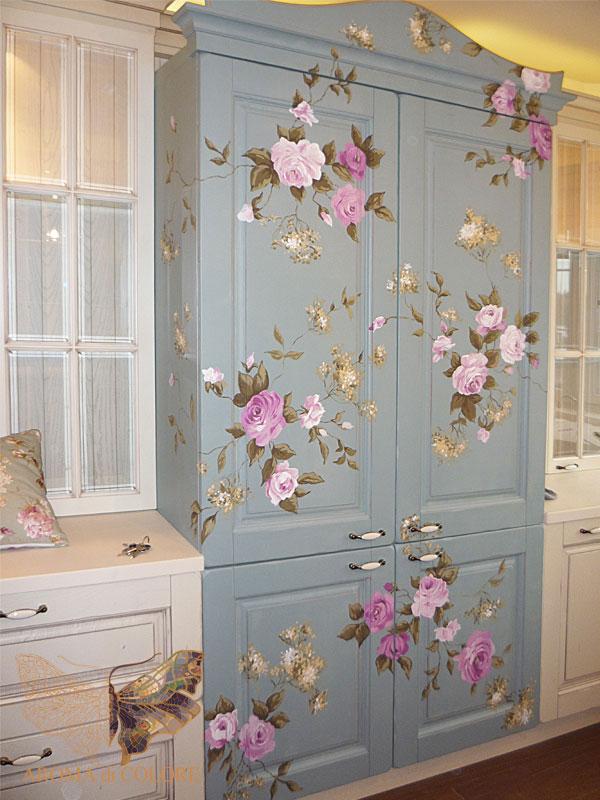 Цветочные узоры на мебели