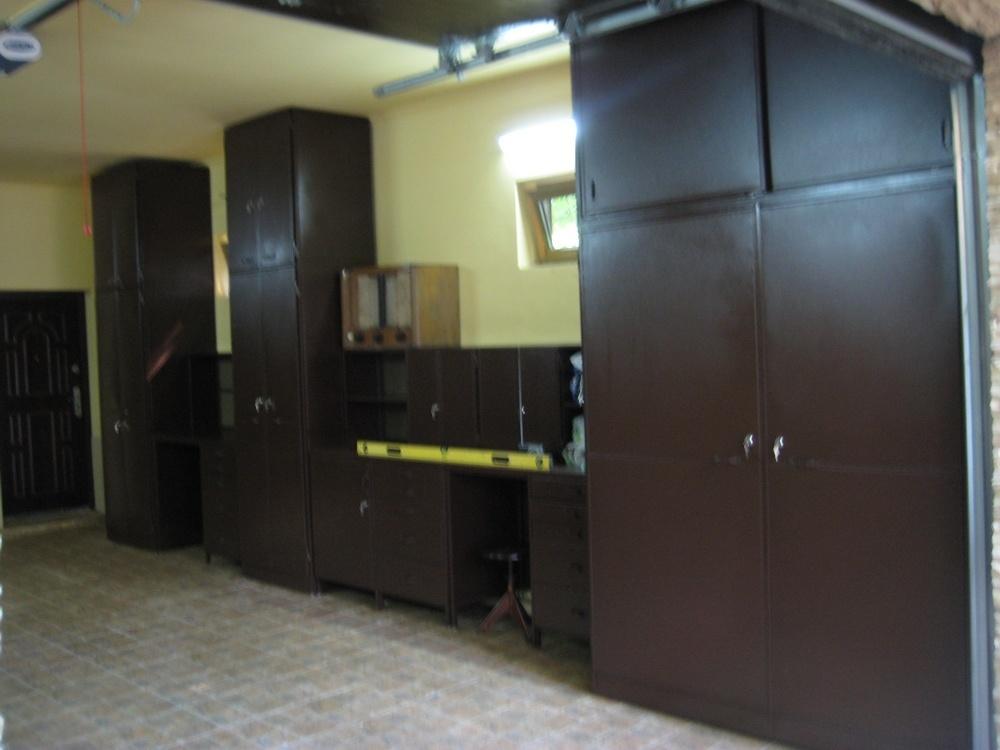 Темные современные шкафы