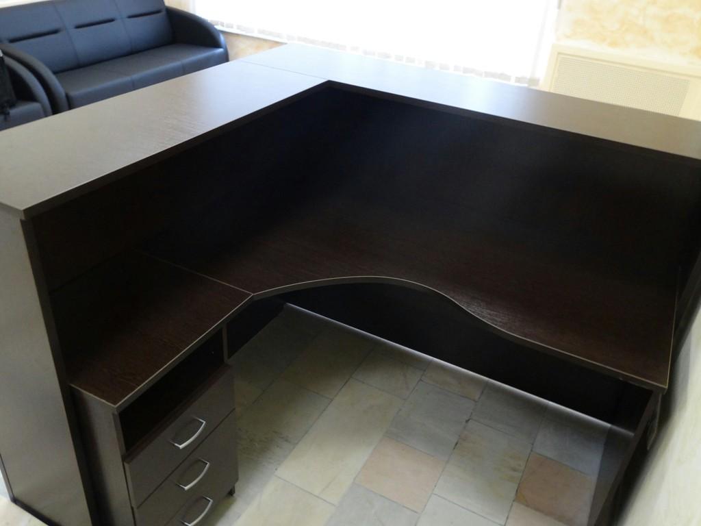 Темный оттенок стола
