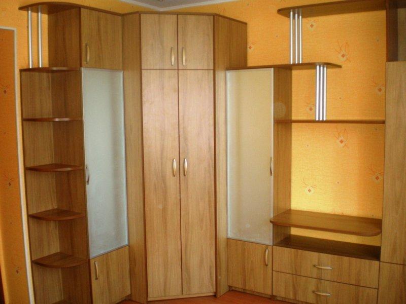 Угловой практичный шкаф