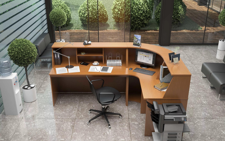 Угловой просторный стол и стул
