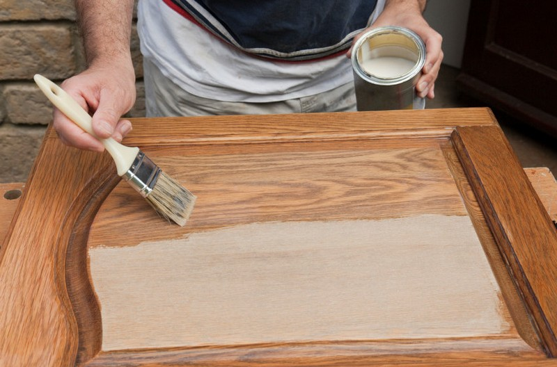 Выбираем краску для мебели из дерева без запаха