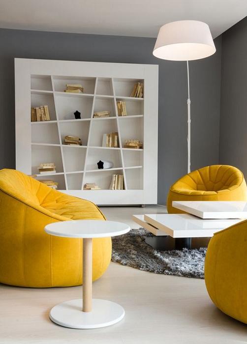 Желтые кресла-пуфы для дома