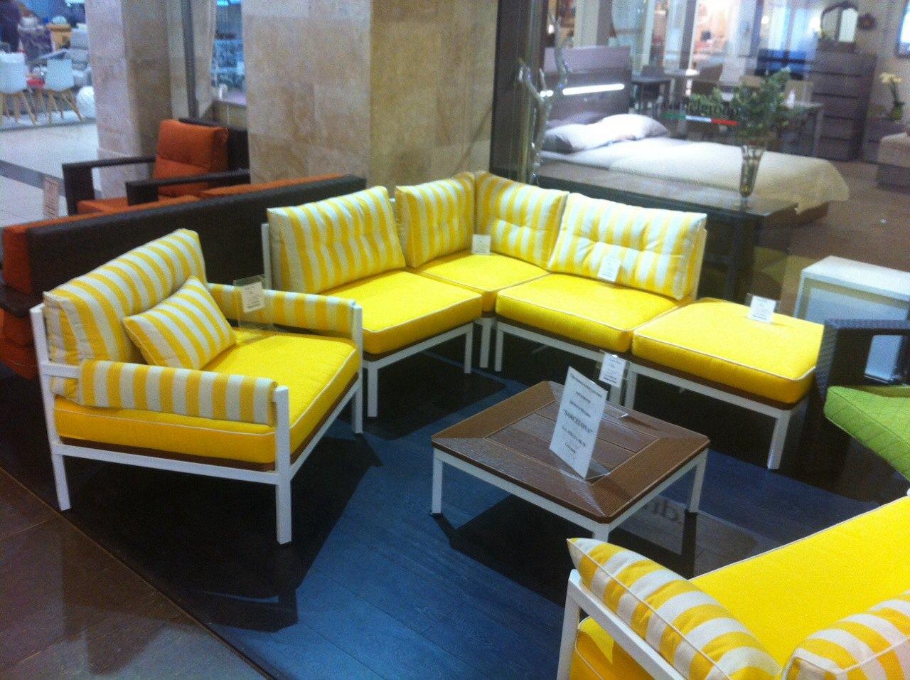 Желтый комплект мягкой мебели для открытых площадок