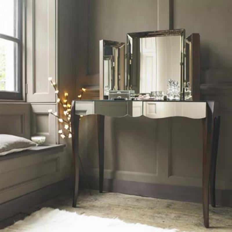 Зеркальная мебель — это так гламурно