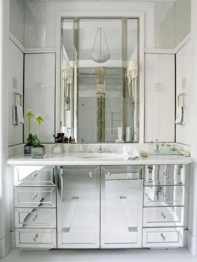 Зеркальная мебель уже давно пользуется определенной популярностью в мире