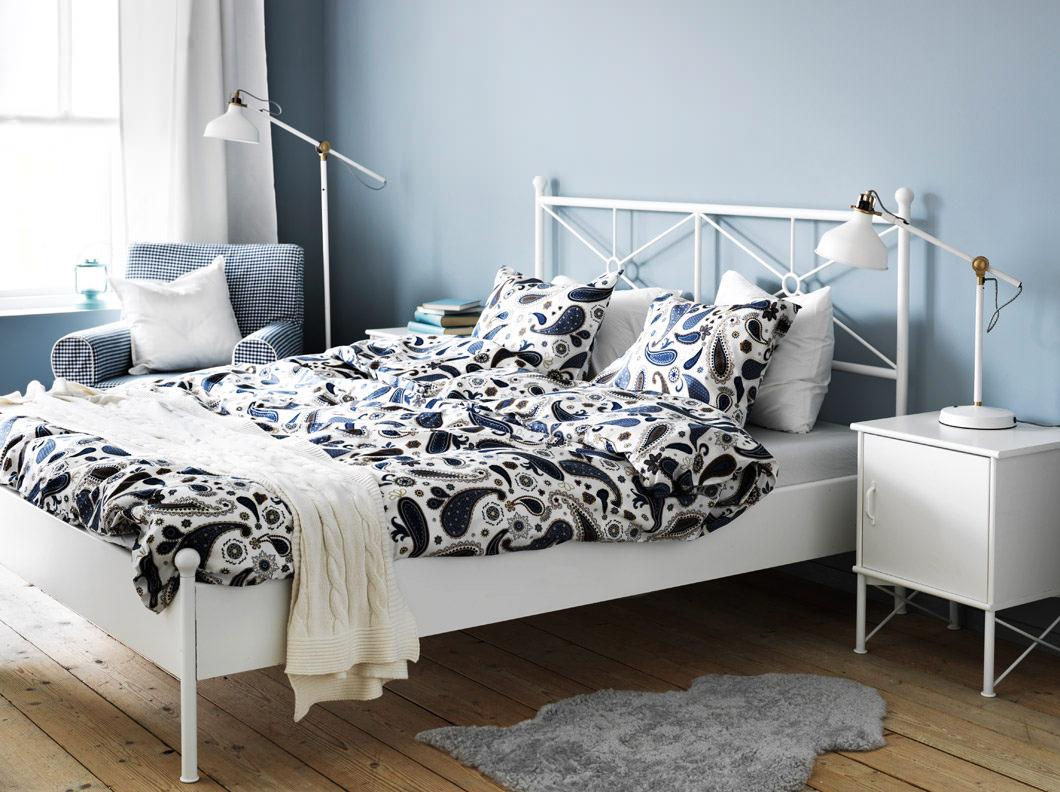 Белая односпальная кровать