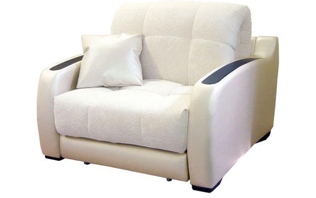 Белое кожаное кресло раскладывающегося типа